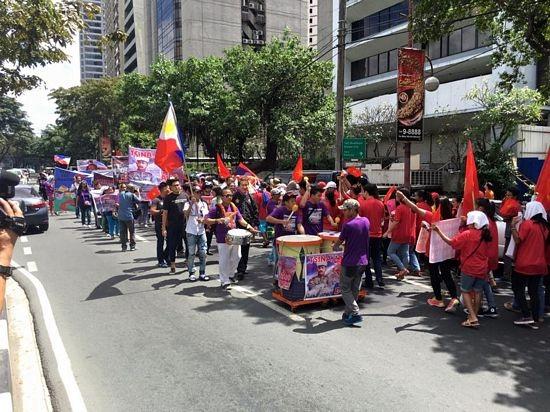 Số lượng người tham gia biểu tình lúc đông nhất lên đến khoảng 500 người.