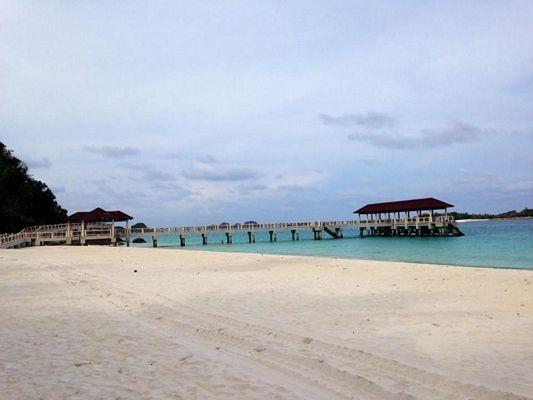 Mutiara - resort bình dân nhất nhưng lại có bãi biển riêng đẹp nhất và cầu tàu hoành tráng nhất luôn