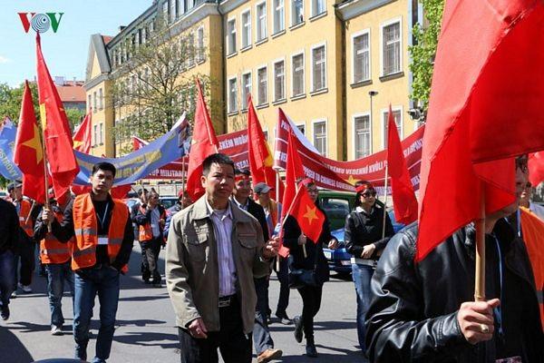 Hình ảnh người Việt ở Séc biểu tình phản đối Trung Quốc - 5