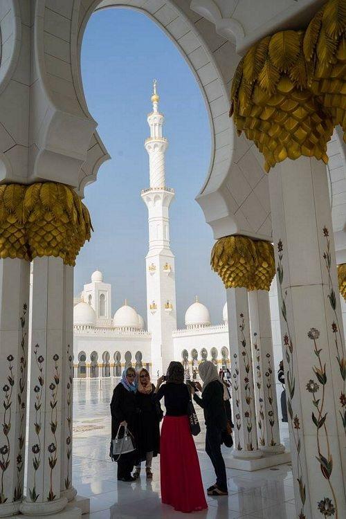 Khám phá Abu Dhabi: Thành phố ngàn hoa trên sa mạc - 8