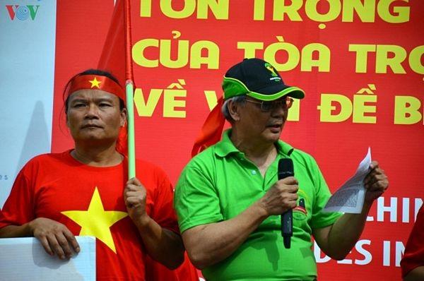 Người Việt tại Đức biểu tình đòi Trung Quốc tôn trọng phán quyết PCA - 7