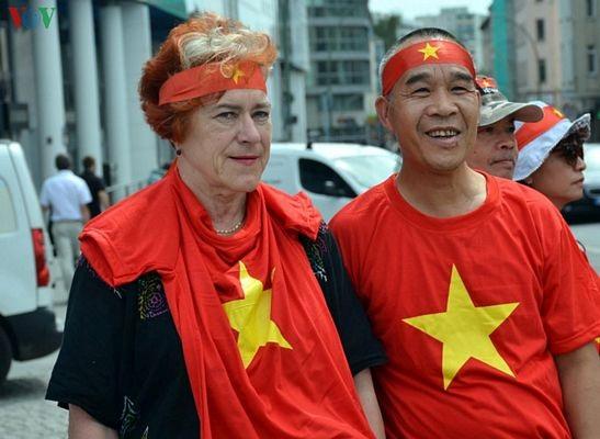 Người Việt tại Đức biểu tình đòi Trung Quốc tôn trọng phán quyết PCA - 8