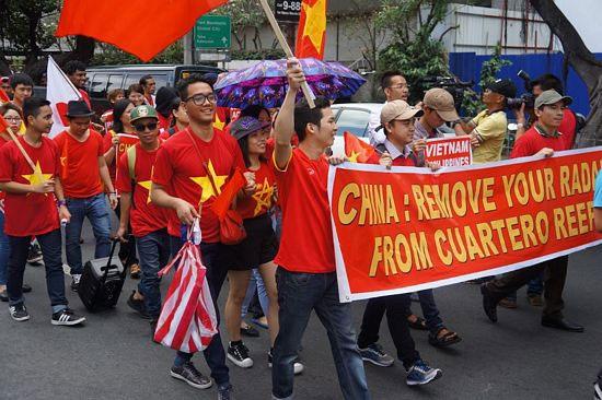 Cuộc biểu tình diễn ra từ 10h30 đến 12h30 trước cửa Đại sứ quán Trung Quốc tại Makati, Manila.