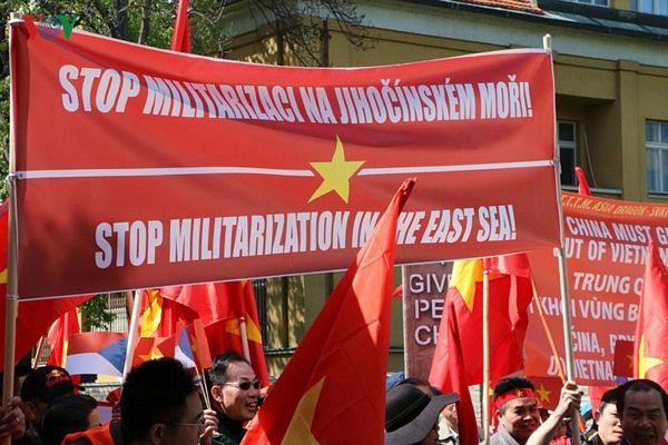 Hình ảnh người Việt ở Séc biểu tình phản đối Trung Quốc - 9