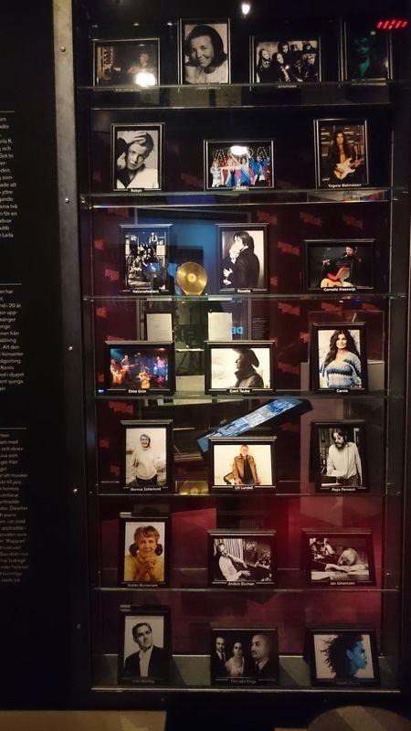 Sau 10 năm gặt hái những thành công vang dội khắp thế giới, ban nhạc ABBA đã tan rã năm 1982.