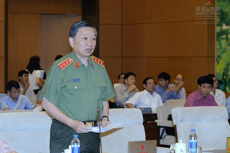 Thượng tướng Tô Lâm nêu rõ các trường hợp cảnh vệ được nổ súng. (Ảnh: Quochoi.vn)