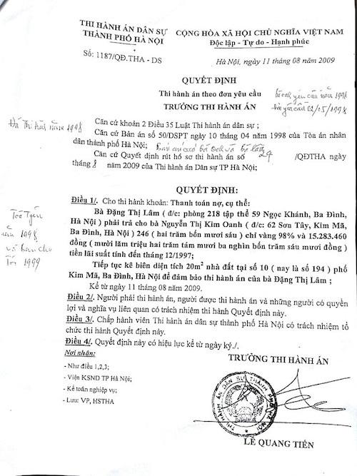 Luật sư Nguyễn Đào Tơ cho rằng 2 quyết định thi hành án theo yêu cầu được Cục thi hành án TP Hà Nội ban hành sau 10 năm khi người dân đã nộp tiền vào cơ quan thi hành án, xây nhà và sinh sống ổn định là không có căn cứ.