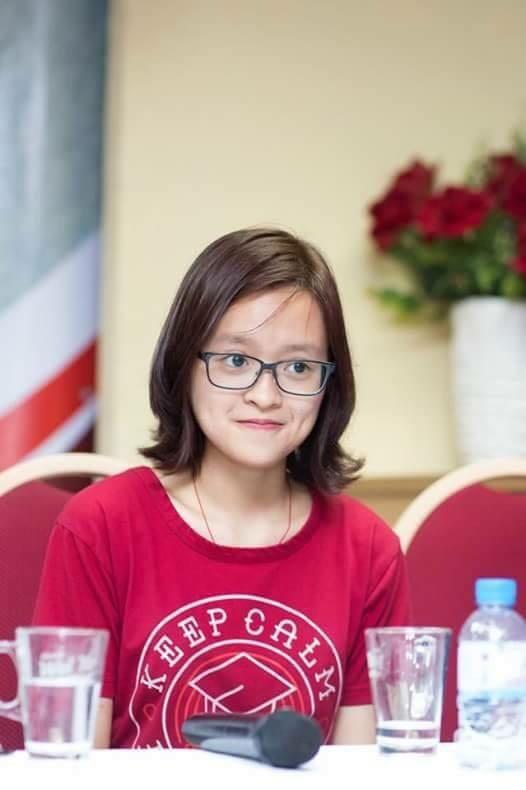 """Hiền Anh có mặt trong talkshow """"Con đường đến các trường Đại học Ive – League"""" do tổ chức phi lợi nhuận EduTalk Việt Nam phối hợp tổ chức để chia sẻ kinh nghiệp du học tại Hà Nội ."""