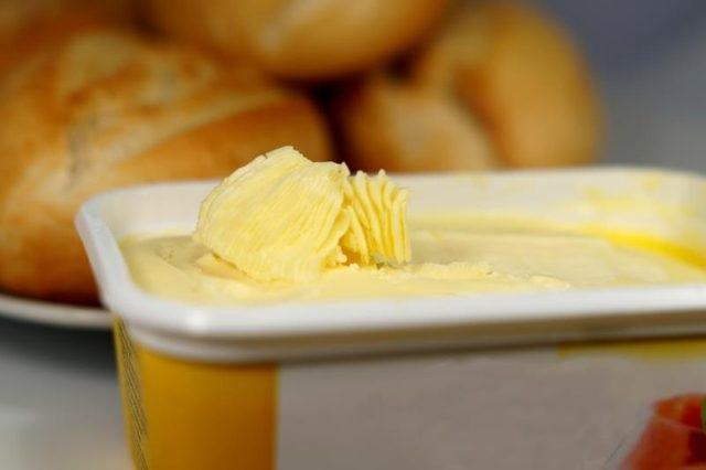 Các chất béo trans trong bơ thực vật góp phần vào bệnh tim và có thể đẩy nhanh quá trình lão hóa.