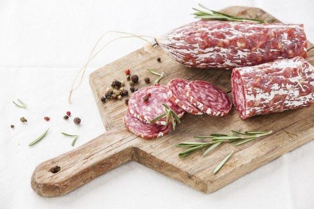 Thịt chế biến sẵn góp phần gây lão hóa và bệnh tim mạch, nhờ natri và chất béo của chúng