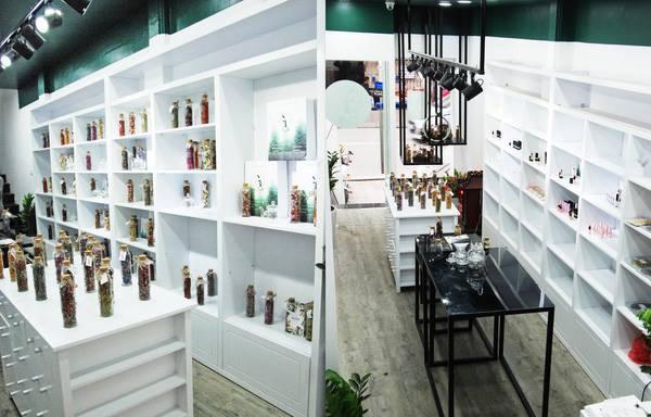 Cửa hàng xinh xắn, tiện lợi về trà hoa của Linh.