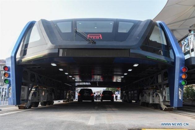 Chiếc xe buýt đặc biệt này được đưa vào chạy thử nghiệm đầu tiên ở Tần Hoàng Đảo.