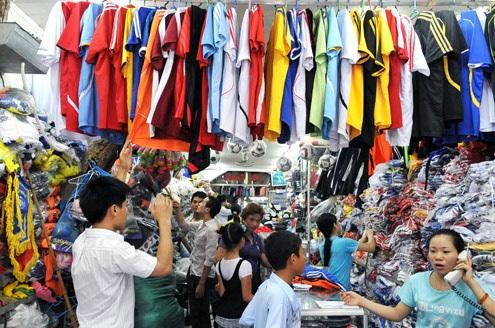 Dịch vụ ăn theo Euro 2016 ở một cửa hàng quần áo