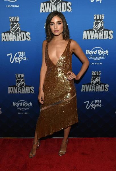 HHHV 2012 dự lễ trao giải NHL cách đây ít ngày tại Las Vegas, Nevada. Cô diện váy ánh kim cổ rộng cá tính, gợi cảm