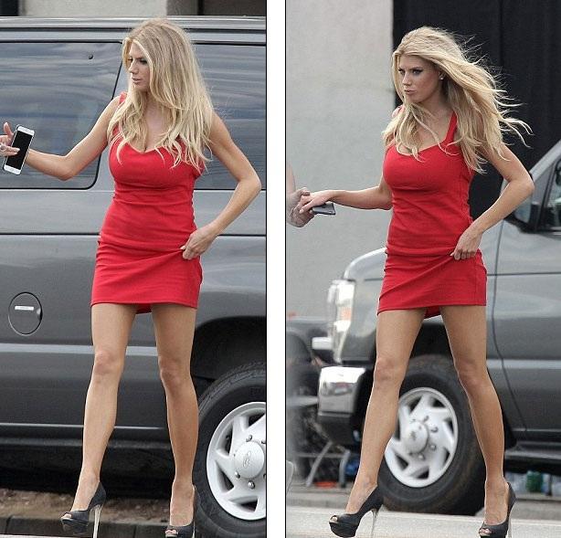 Charlotte vào vai một cô nàng xinh đẹp tham dự đám cưới của bạn trai cũ trong bộ phim Literally Right Before Aaron.