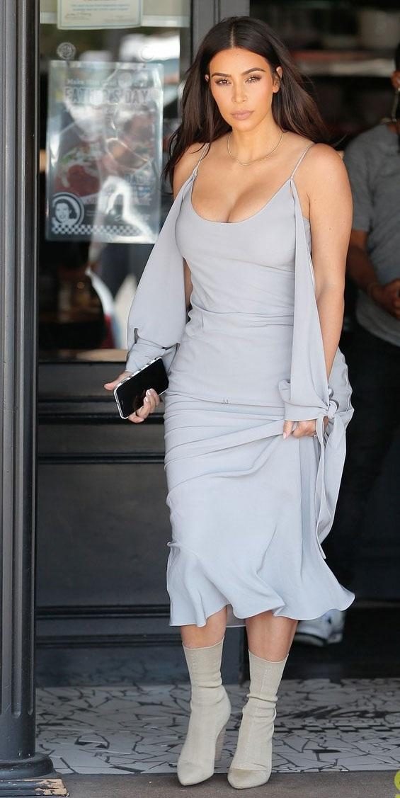 """Choáng với vòng eo """"con kiến"""" của Kim Kardashian - 10"""