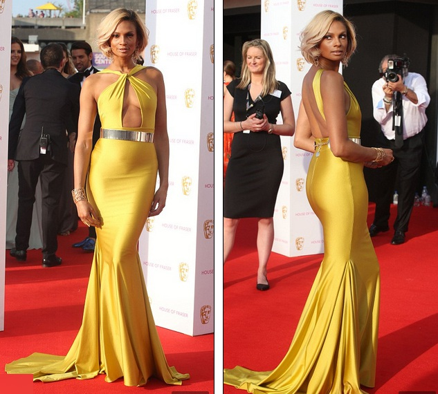 Alesha Dixon lộ bụng to vì váy quá bó