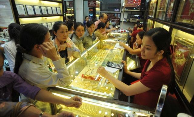 Giá vàng giảm sâu, chênh lệch nới rộng