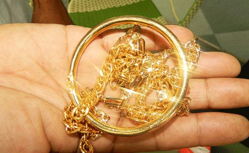 Hành vi đổi vàng giả để giao dịch sẽ bị phạt nặng (Ảnh minh họa)