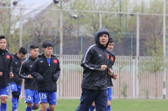 Đội tuyển Việt Nam tập dưới trời mưa tại Iran - Ảnh: Nhật Đoàn