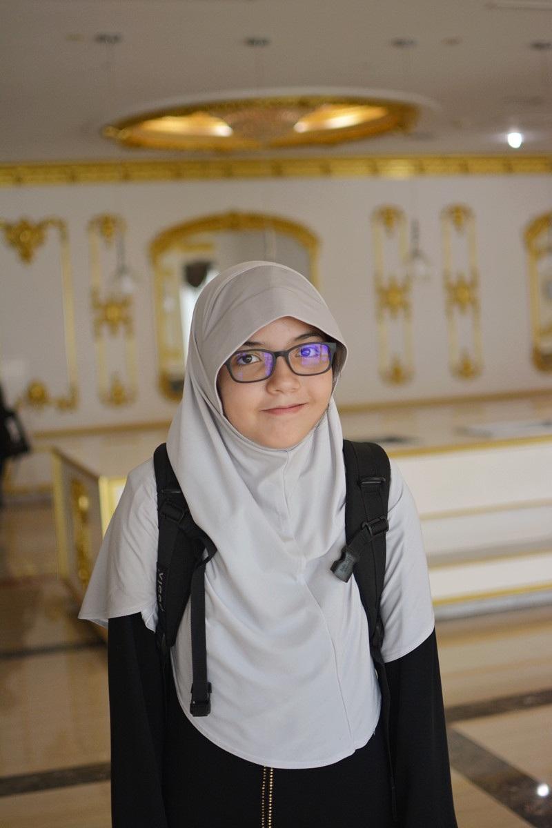 Maryam (13 tuổi) đến từ Hồng Kông, cô bé biết đến VYMUN qua lời giới thiệu của cô giáo.