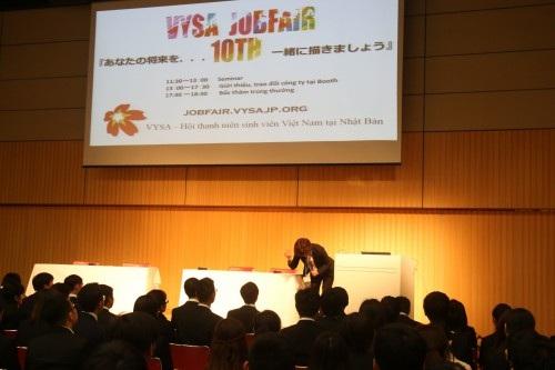 Đại diện công ty Nasic hướng dẫn cách chào hỏi theo nghi lễ Nhật Bản