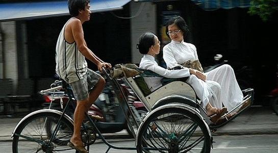 Vất vả nghề đạp xích lô ở xứ Huế - 1
