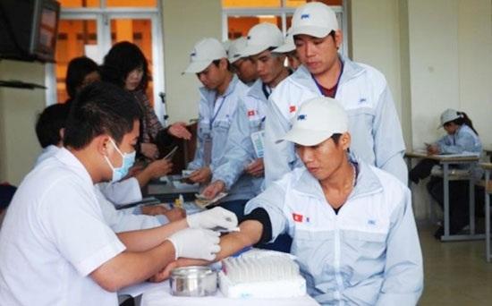 Lao động Việt Nam được kiểm tra sức khỏe trước khi sang Hàn Quốc.