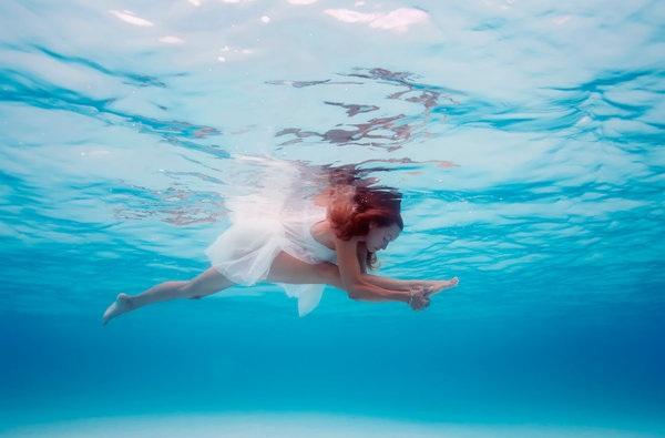 Kỳ thú những tư thế yoga trong lòng đại dương - 1
