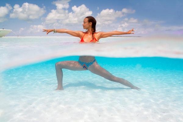 Kỳ thú những tư thế yoga trong lòng đại dương - 10