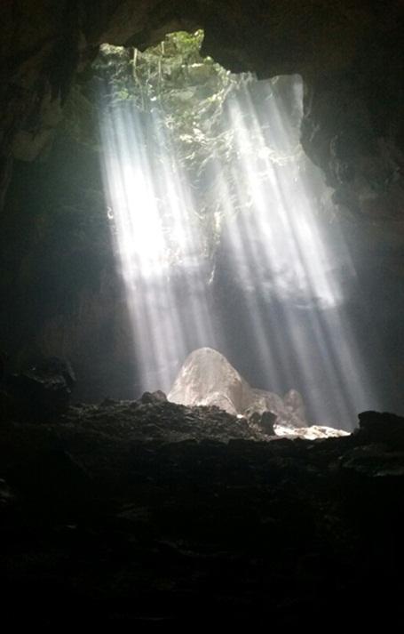 Hang Cắc Cớ, nơi lưu giữ những truyền thuyết…, là nơi ngày nay không ít nam thanh nữ tú đến cầu duyên.