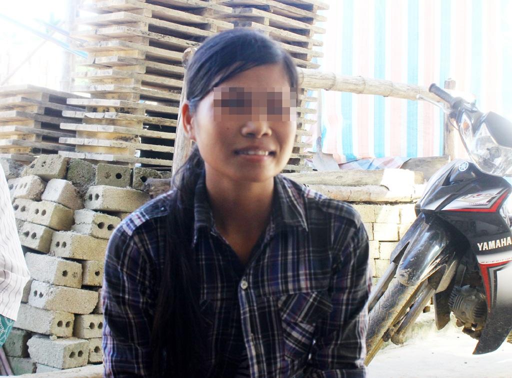 Nụ cười buồn của Lữ Thị H. khi kể câu chuyện của gia đình mình.