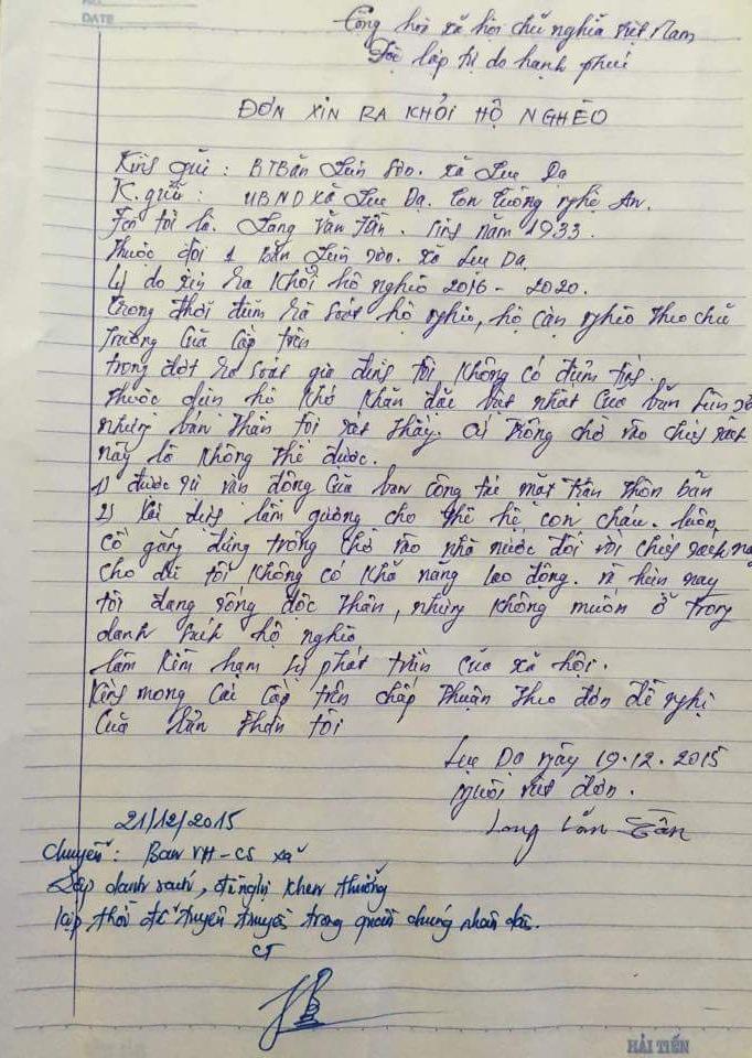 Lá đơn xin ra khỏi danh sách hộ nghèo của cụ ông đơn thân 83 tuổi.