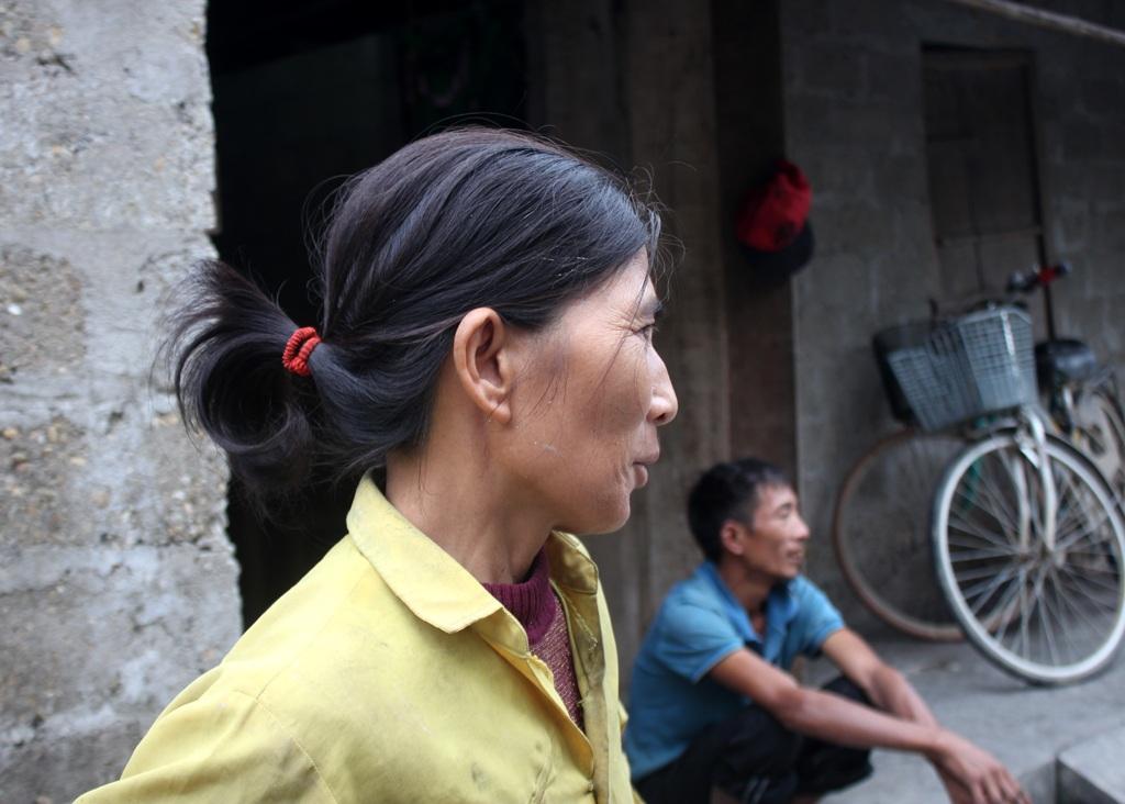 Bán cả tóc để đưa con đi khám định kỳ và lấy thuốc, chị Thảo đang lo tháng tới không biết lấy đâu tiền để đưa con đi viện khi Tết đã cận kề.