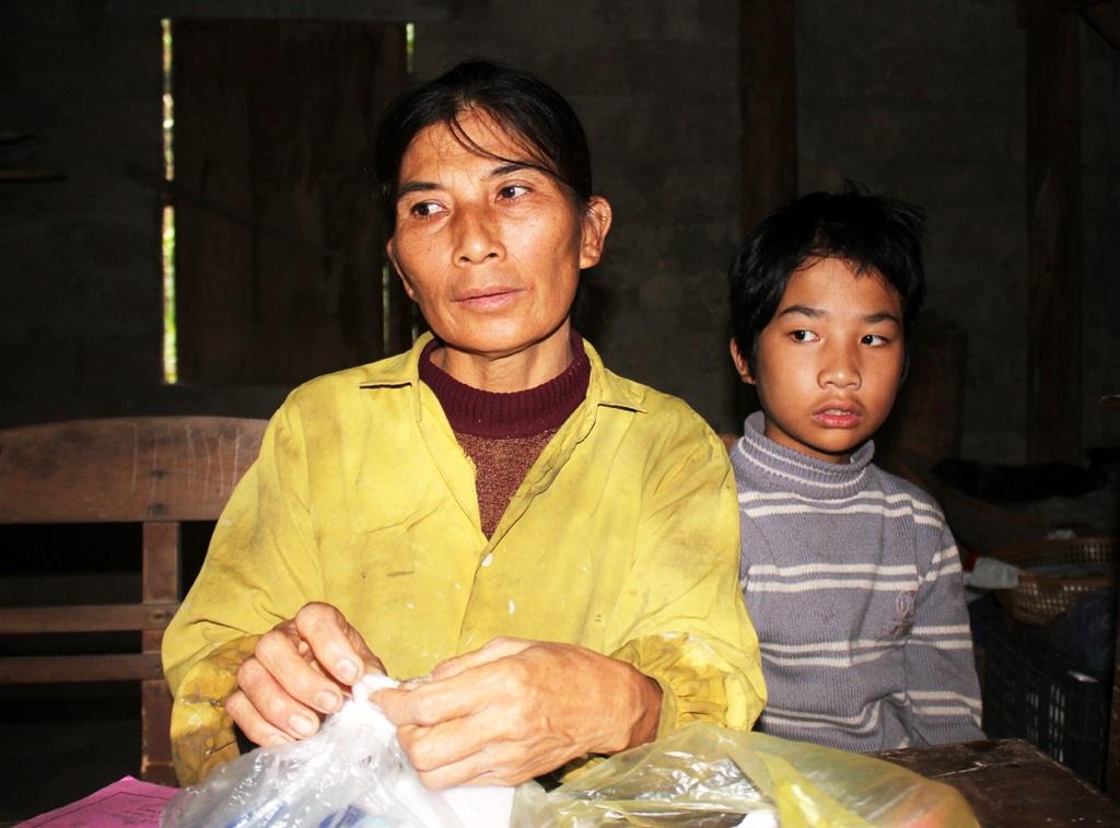 5 lần sinh nở, chị Thảo chỉ còn mỗi Tài nhưng cậu bé lại mắc bệnh mãn tính, phải chạy chữa suốt đời.