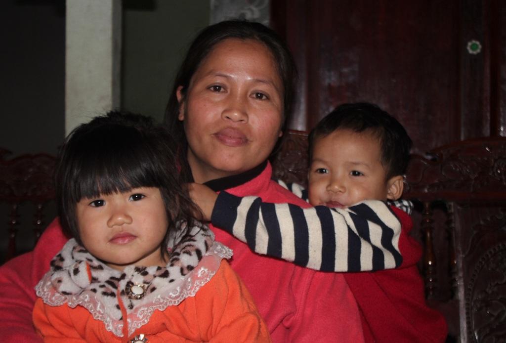 Dù không mang nặng đẻ đau nhưng chị Thủy luôn dành cho các con tình yêu thương vô bờ bến.