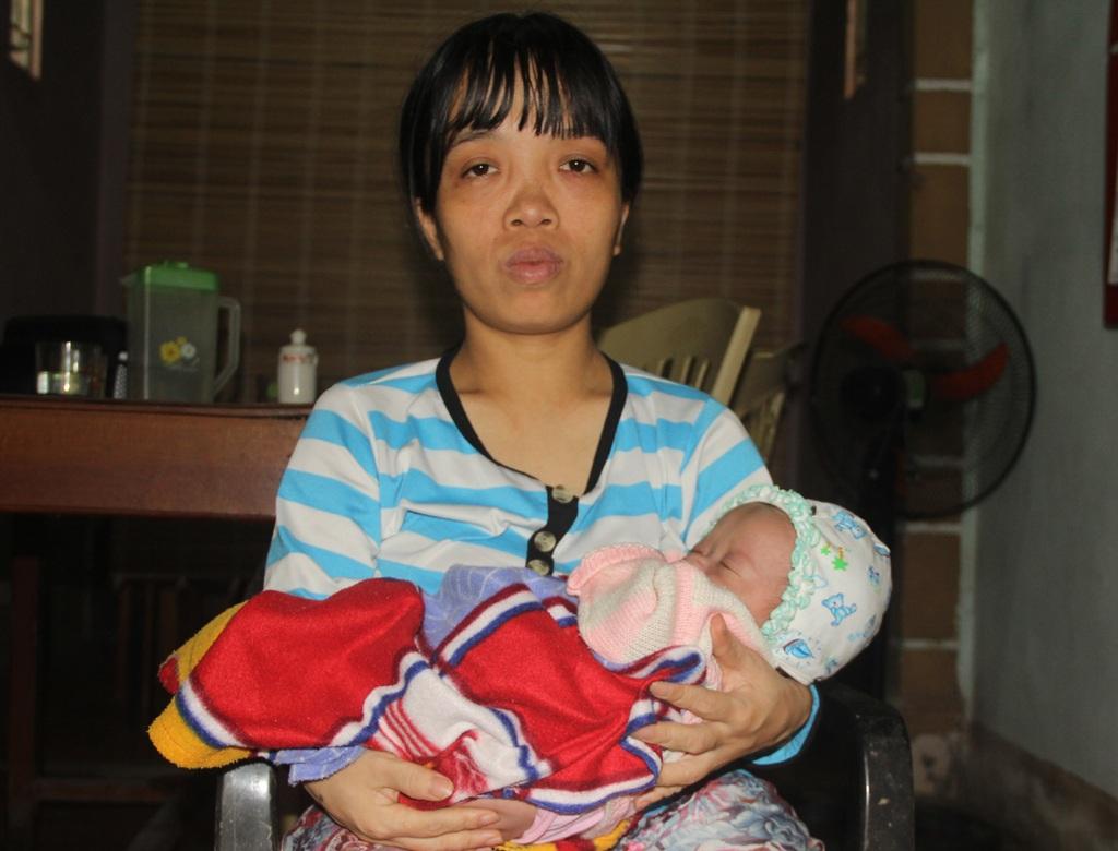 Chỉ cao 1,1m nên quá trình mang thai, sinh con của chị Xuân vất vả hơn những người phụ nữ khác. Tình yêu của chàng trai trẻ hơn mình 9 tuổi đã mang lại cho chị niềm hạnh phúc mà trước đây chị chưa từng dám nghĩ đến.