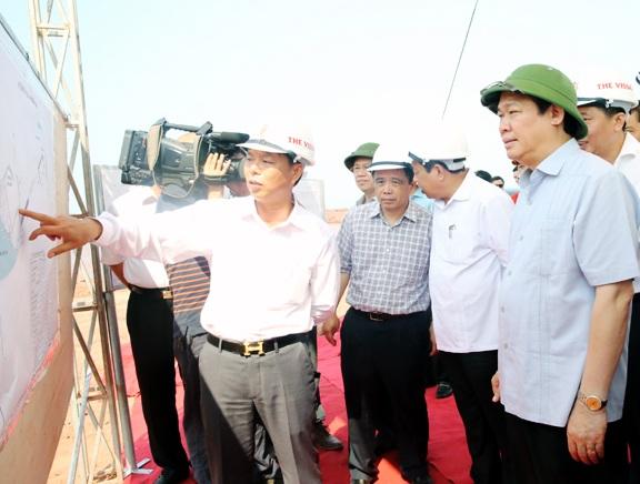 Phó Thủ tướng Vương Đình Huệ kiểm tra tiến độ thực hiện dự án Cảng nước sâu Nghi Thiết (Nghi Lộc, Nghệ An) vào ngày 7/5 vừa qua.
