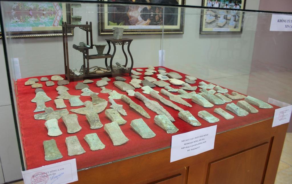 Những công cụ lao động của cư dân Việt cổ ở thời kỳ đồ đồng được tìm thấy ở Nghệ An - Hà Tĩnh.