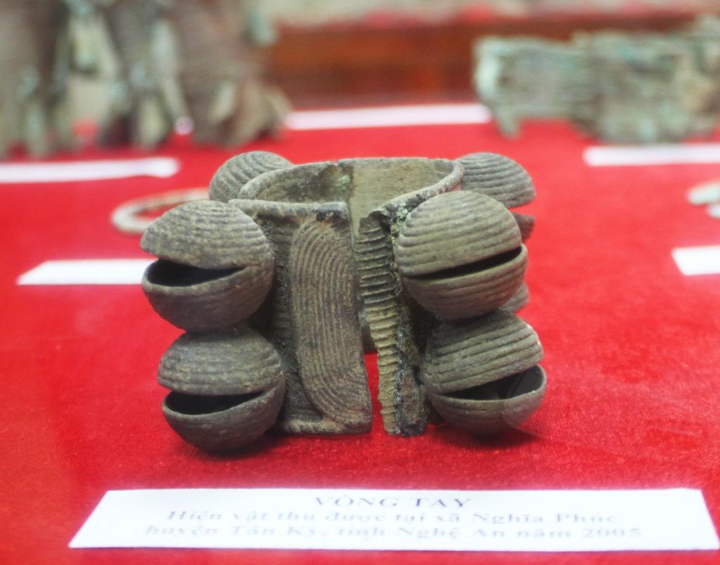 Những món đồ trang sức được tìm thấy chứng tỏ cư dân Việt cổ ở Nghệ An - Hà Tĩnh có đời sống văn hóa tinh thần phát triển rực rỡ.
