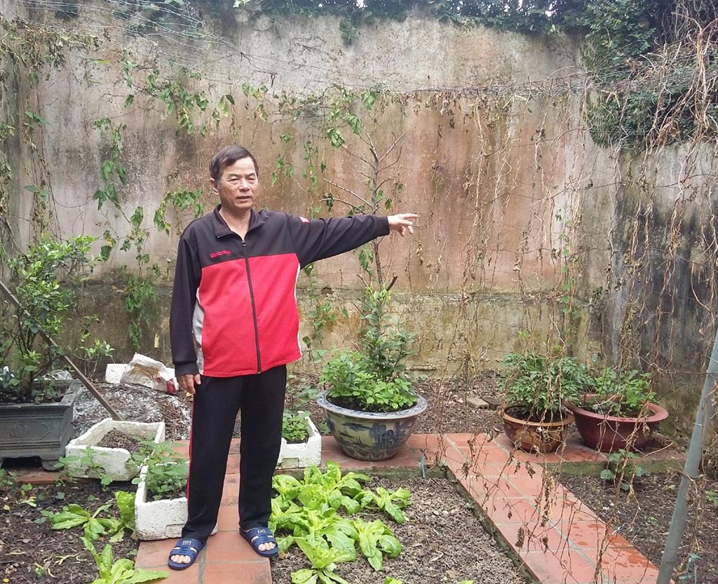 Ông Nguyễn Trần Hoàn khẳng định phần ao sau nhà được gia đình ông cơi nới trước năm 1993.