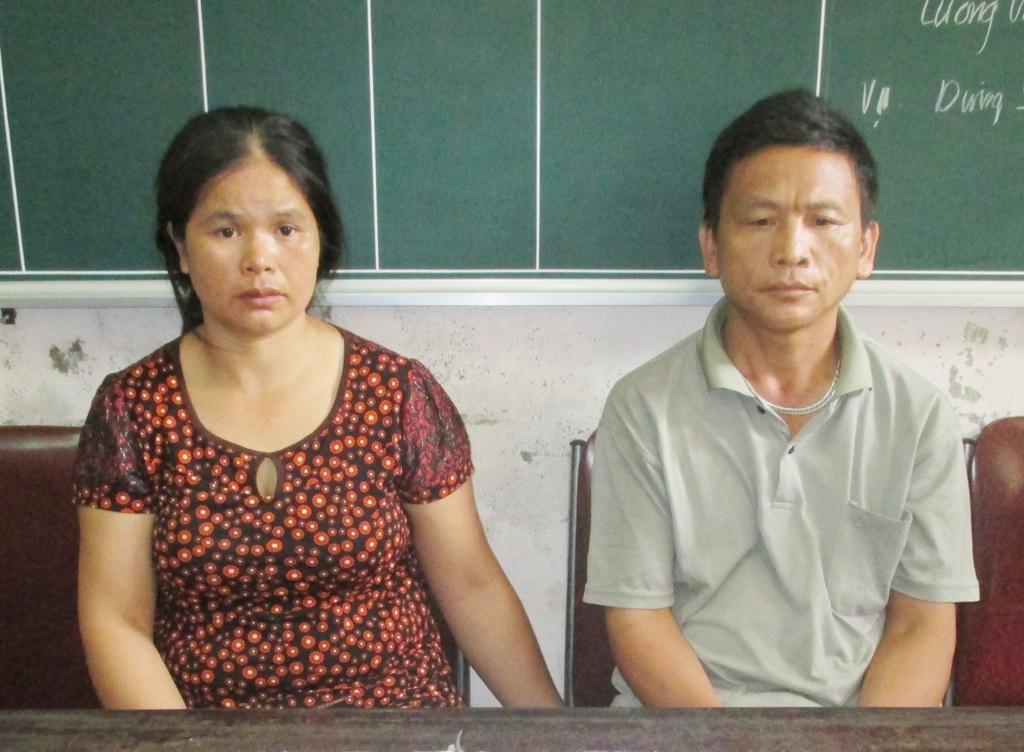 Lô Thị Mùn và Hờ Dúa Chò tại cơ quan điều tra Công an huyện Tương Dương.