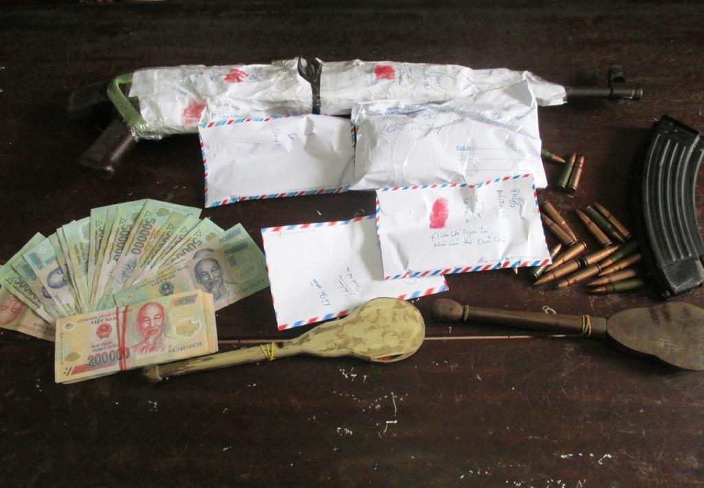 Tang vật thu giữ được từ chuyên án đánh sập đại lý ma túy lưu dộng của vợ chồng Mùn.
