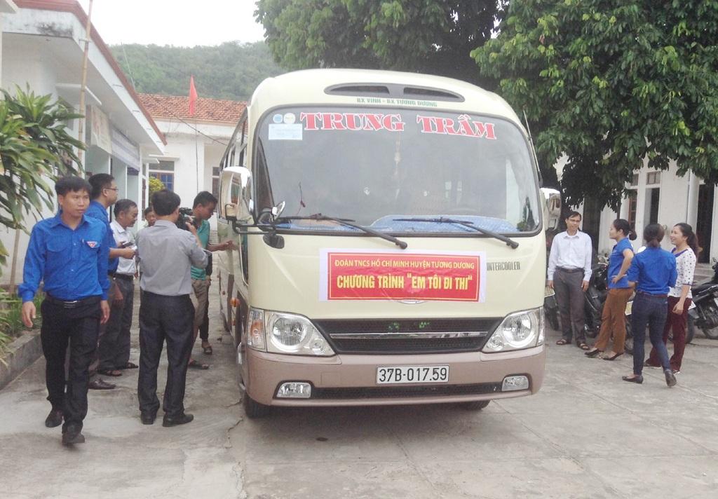 Với sự hỗ trợ từ các cơ quan, đơn vị, doanh nghiệp, Huyện đoàn Tương Dương tổ chức 3 chiếc xe miễn phí đưa học sinh xuống TP Vinh thi THPT quốc gia năm 2016.