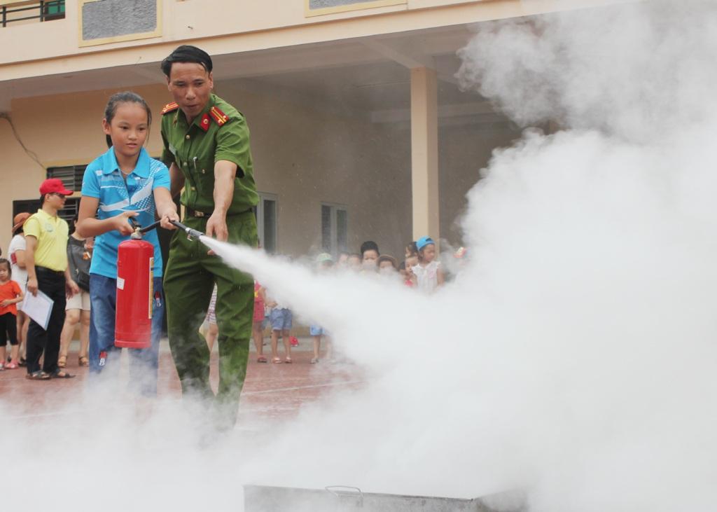 Với những kỹ năng được trang bị, các em có thể tự bảo vệ mình trong trường hợp xảy ra các sự cố liên quan đến cháy.
