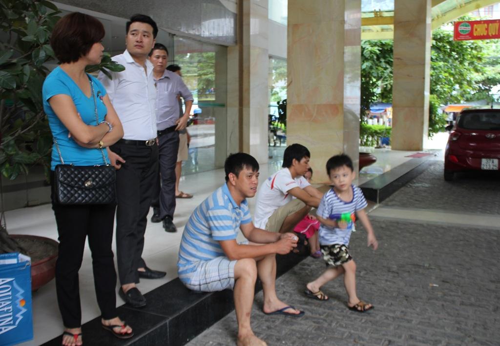 Gần 90 du khách trải qua 3 tiếng chờ đợi mệt mỏi vì sự cố tăng giá tiền phòng do ăn không đủ 3 bữa chính tại Khách sạn Thái Bình Dương.