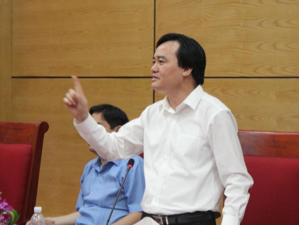 Bộ trưởng Phùng Xuân Nhạ cho rằng cần gắn đào tạo với nhu cầu thực tiễn, đào tạo phải đáp ứng nhu cầu lao động chất lượng cao, lao động lành nghề phục vụ phát triển kinh tế - xã hội địa phương.