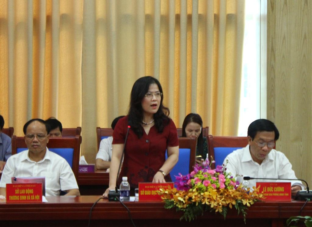 Bà Nguyễn Thị Kim Chi - Giám đốc Sở GD-ĐT kiến nghị với Bộ trưởng Bộ GD-ĐT một số vấn đề trọng tâm nhằm nâng cao chất lượng giáo dục của địa phương.