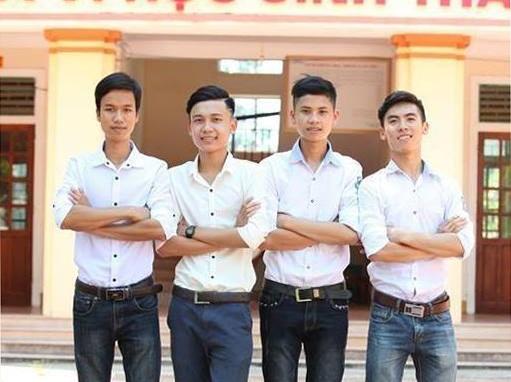 Trần Quốc Trường (thứ hai từ trái qua) cùng các bạn thân trong lớp.