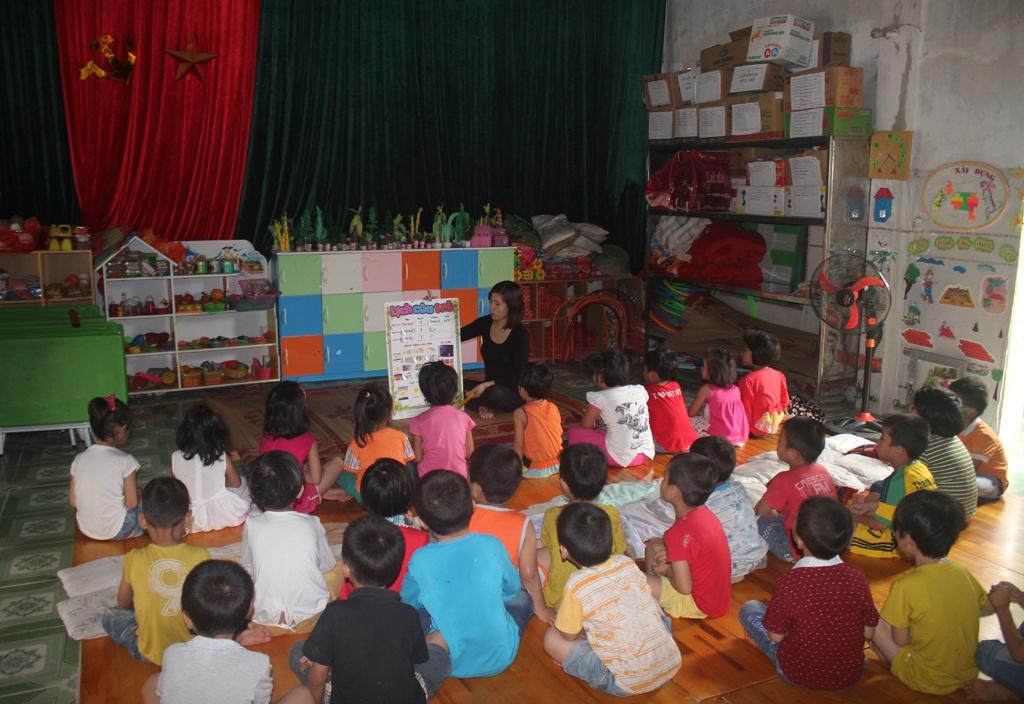 Một giờ học của lớp 5 tuổi tại Trường mầm non Quỳnh Vinh (thị xã Hoàng Mai, Nghệ An).